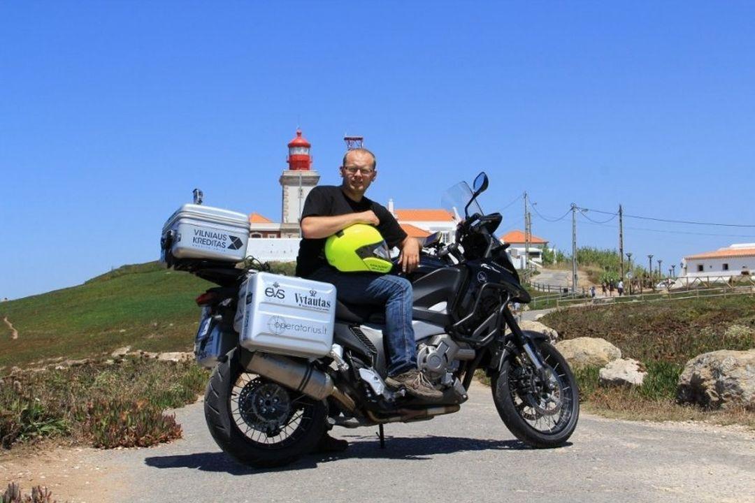 Monimoto heroes - record-seeking motorcycle traveller Aidas